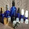 Сини стъклени шишенца (флакони) със спрей помпи